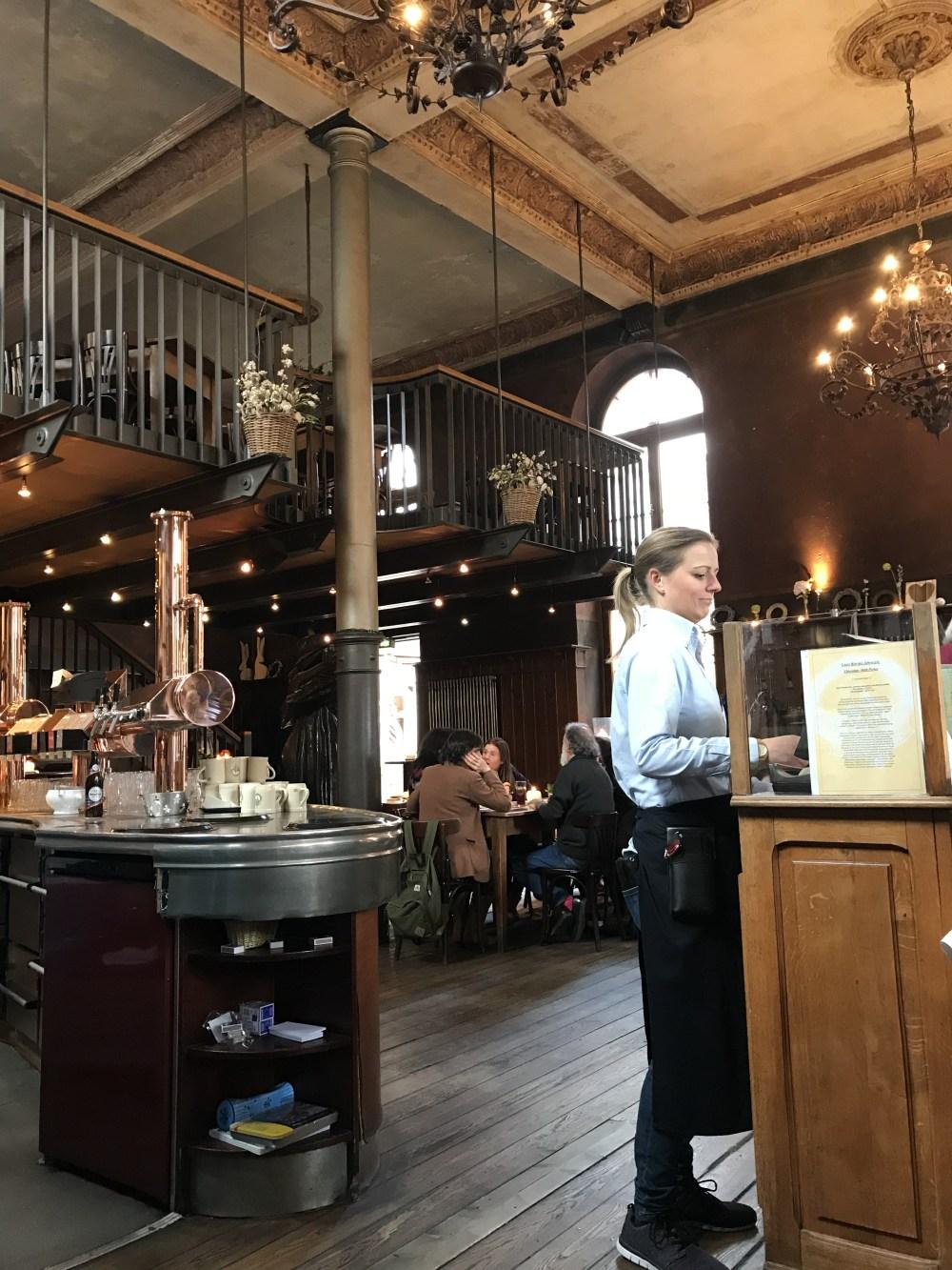 Kulturbrauerei: restaurante com excelentes pratos típicos e ambiente lindíssimo!