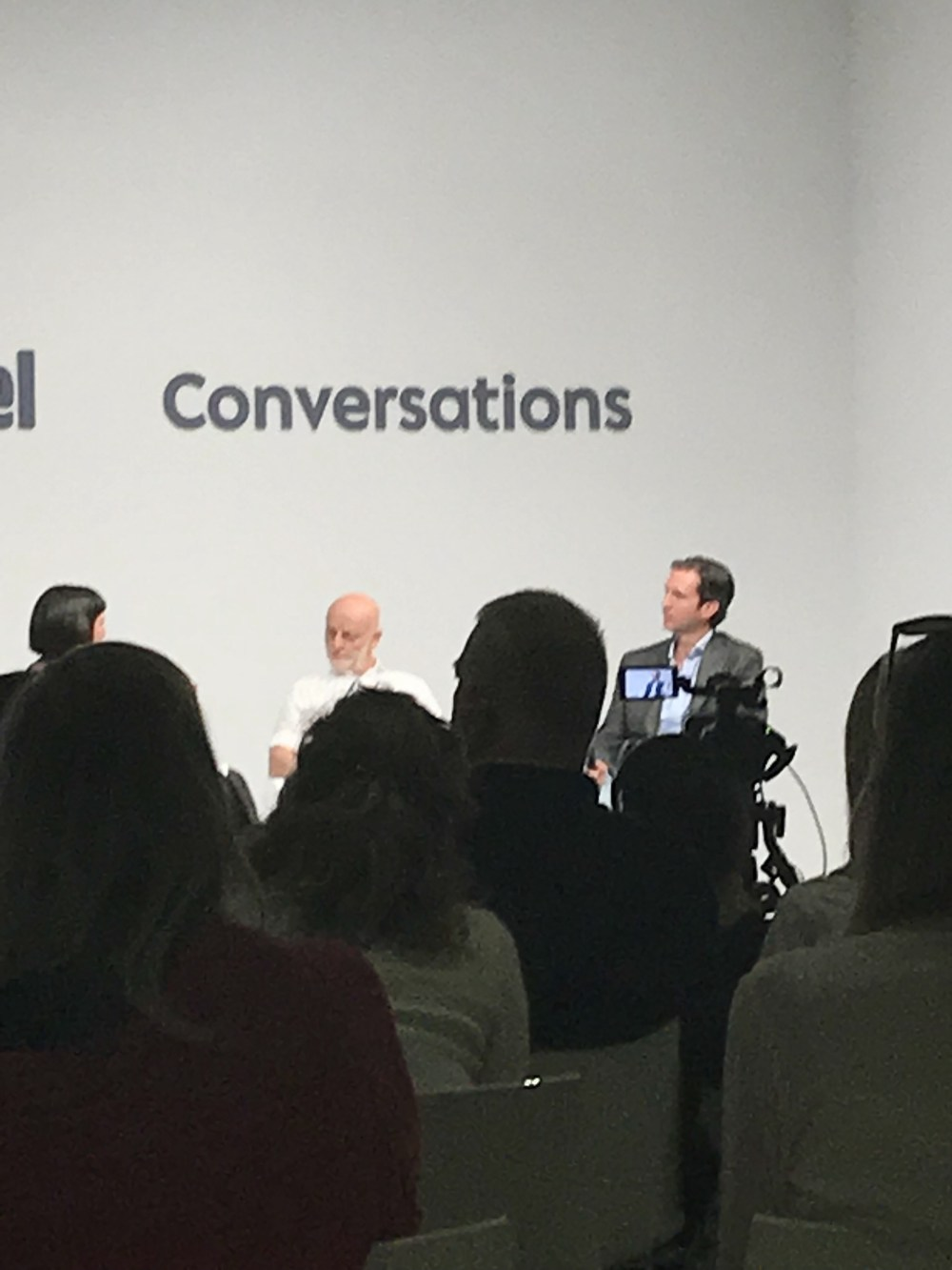 Conversations: espaço de palestras na Art Basel