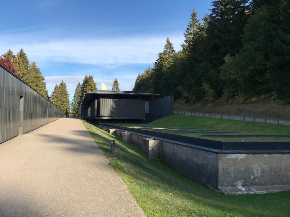 A entrada do Struthof e o acesso ao museu