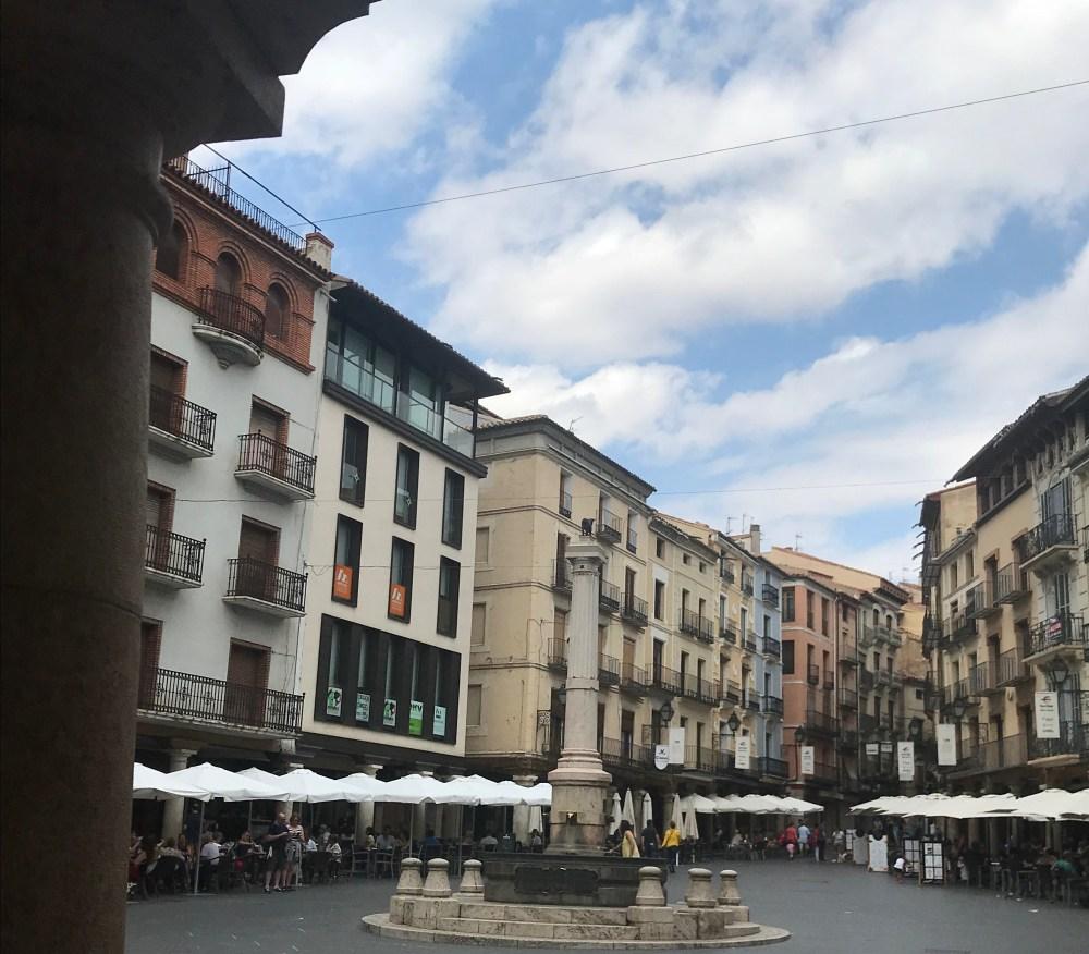 AA praça onde está o toro, um bom local para uma café