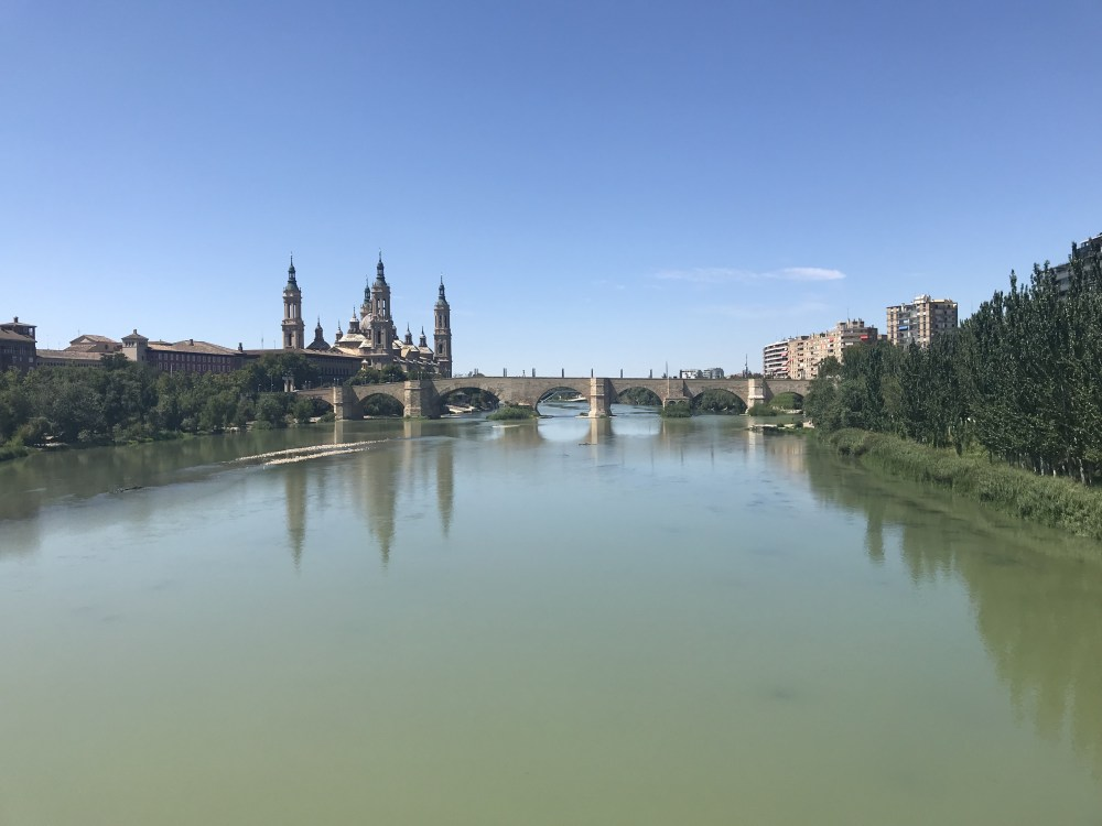 A Basílica del Pilar vista do Rio Ebro