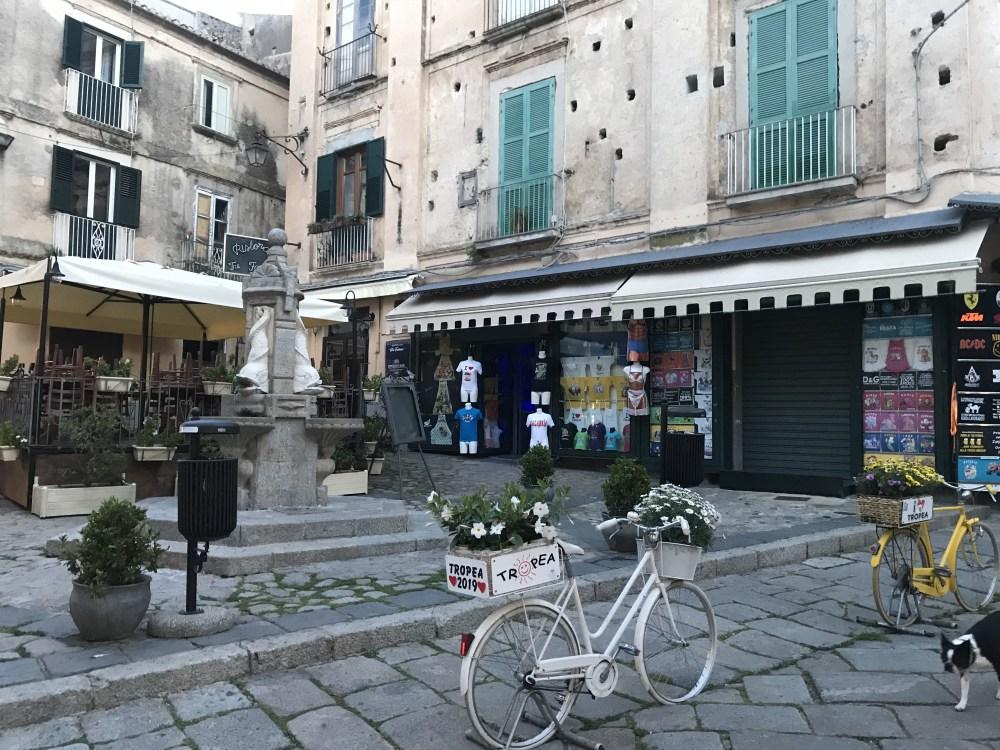 Pelas ruas de Tropea, Calábria, Itália