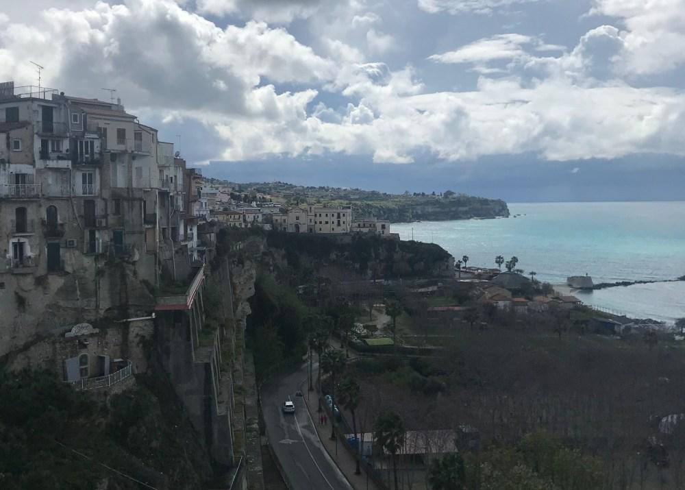 A costa de Tropea vista do alto da cidade