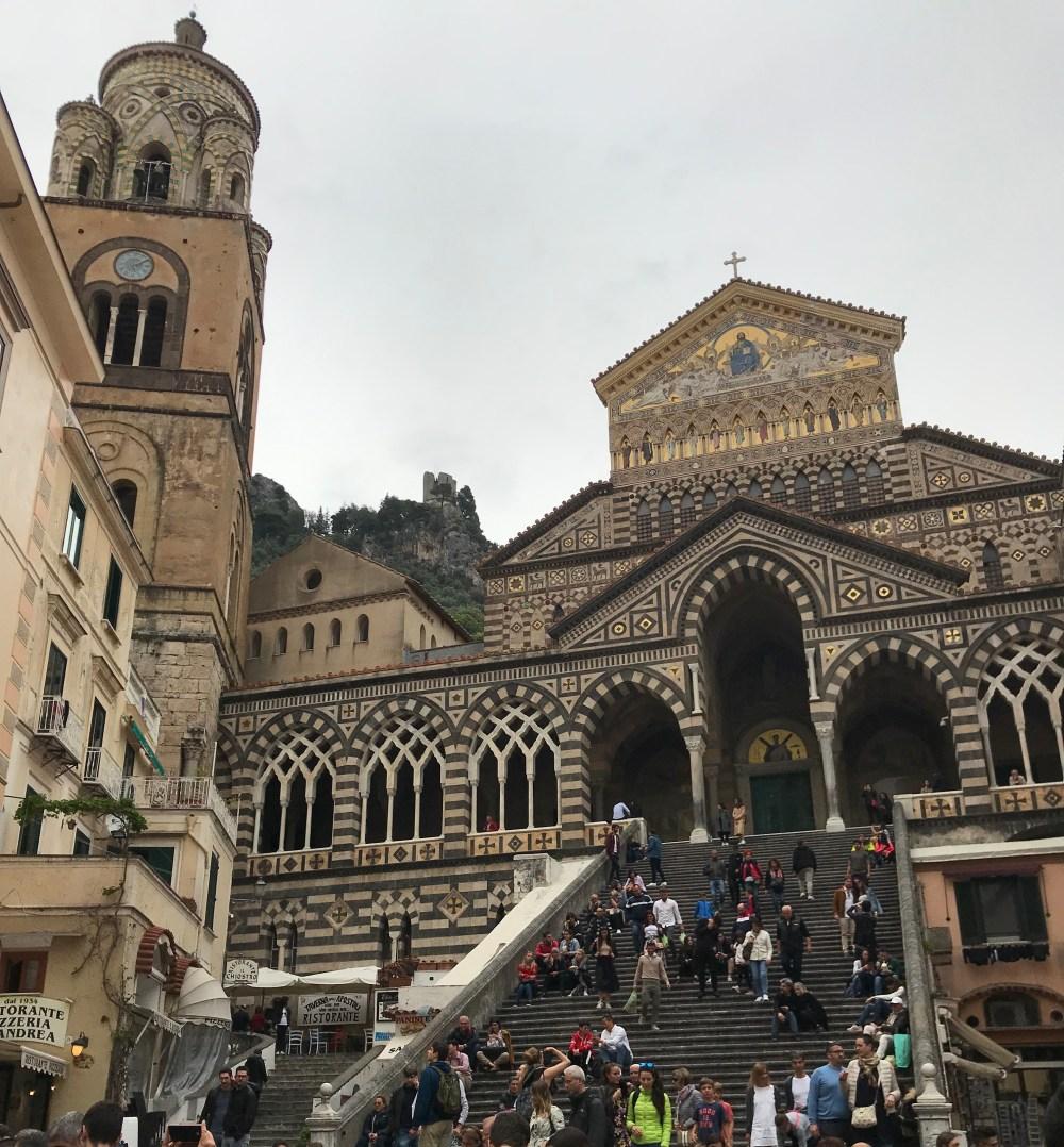 Olha que belíssima e diferente essa catedral de Amalfi!