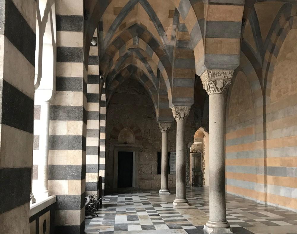 A arquitetura da catedral de Amalfi é toda diferente