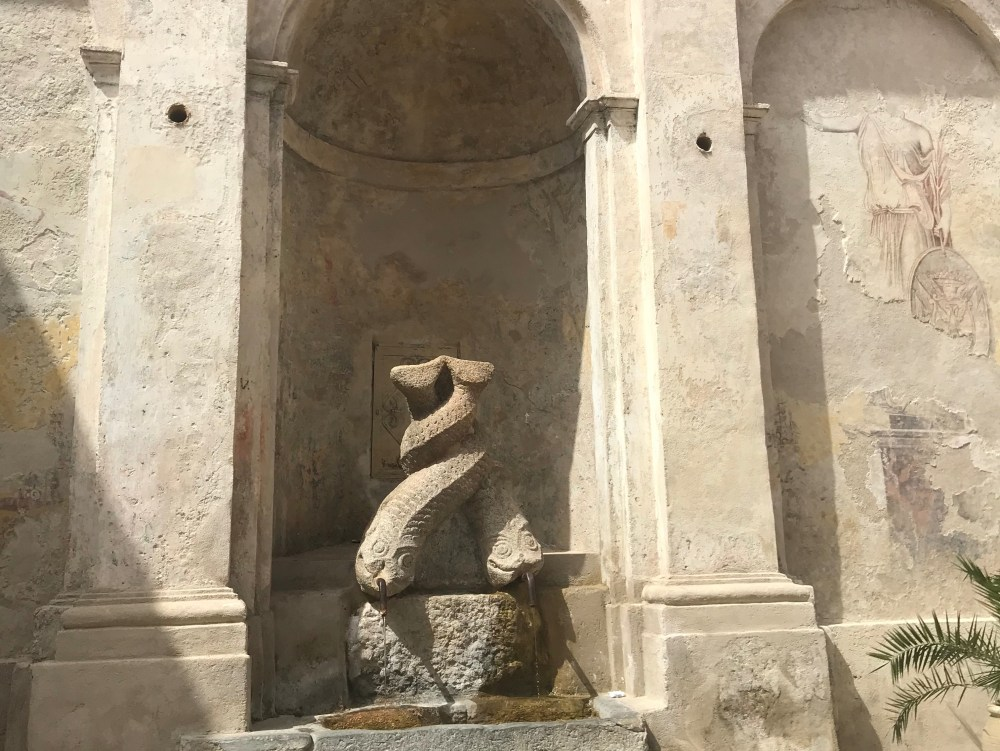 Fonte Gebia, ou Fonte dos Golfinhos, de Stilo