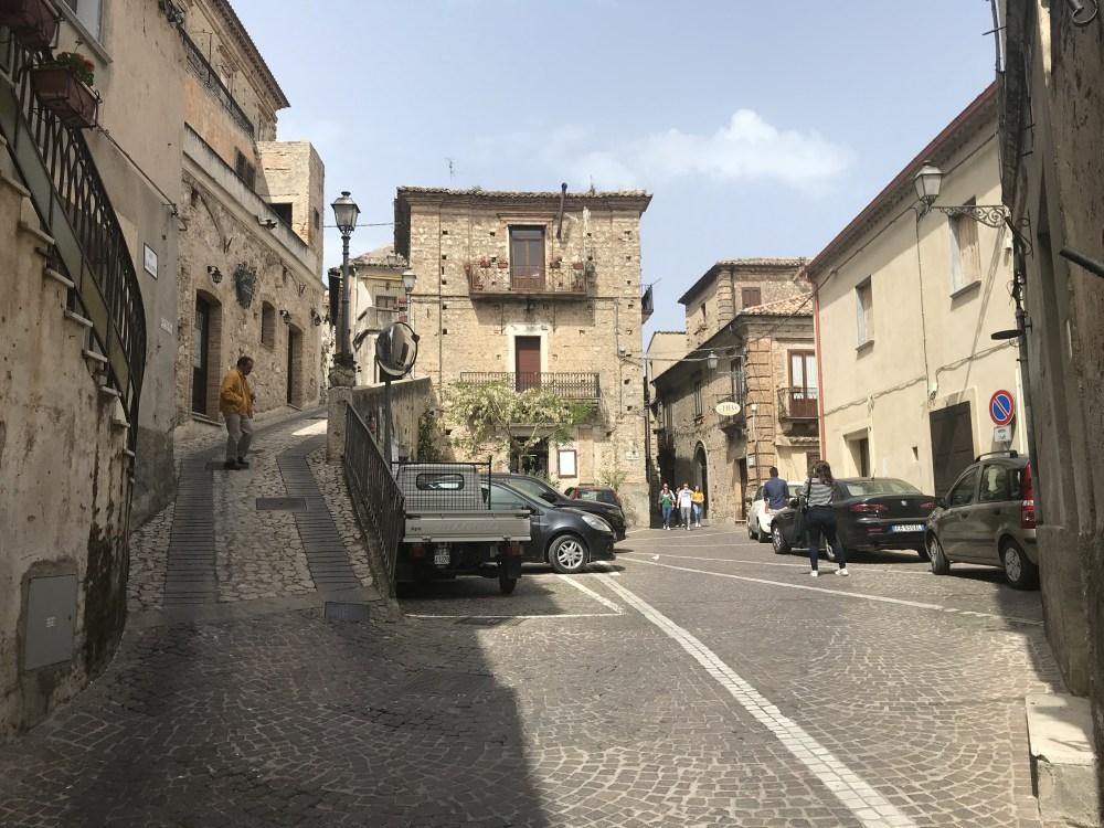 Pelas ruas da pacata Stilo, na Calábria