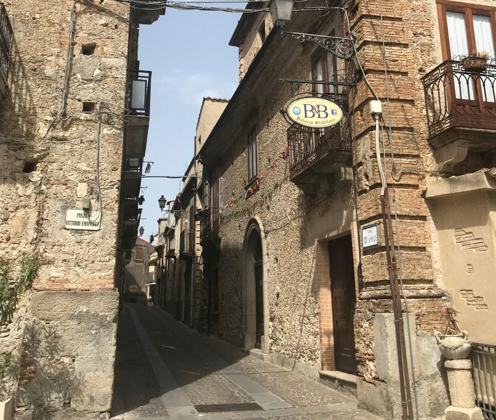 As ruas da charmosa Stilo, na Calábria