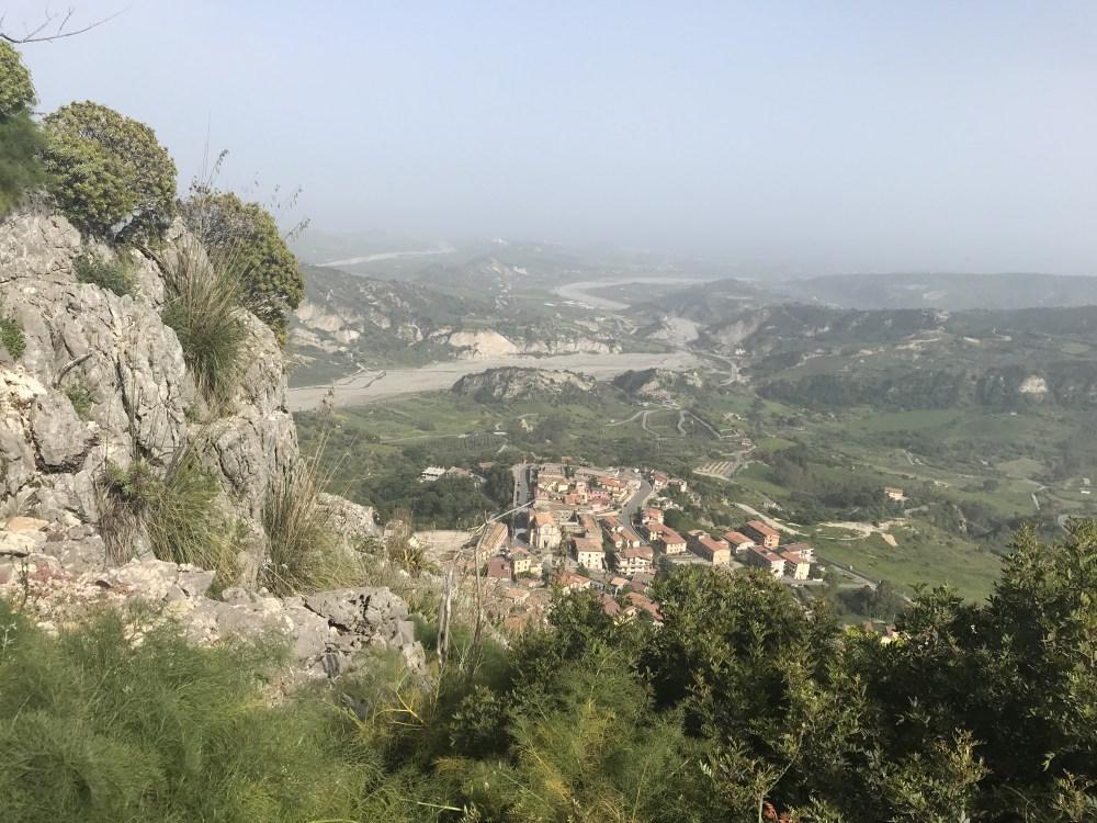 A vista de Stilo do caminho para o Castello Normanno