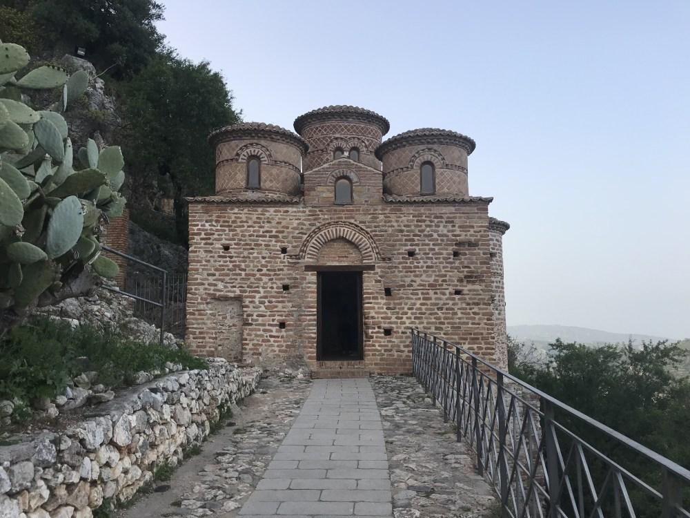 A famosa e minúscula Chiesa Cattolica de Stilo, um marco do período bizantino!