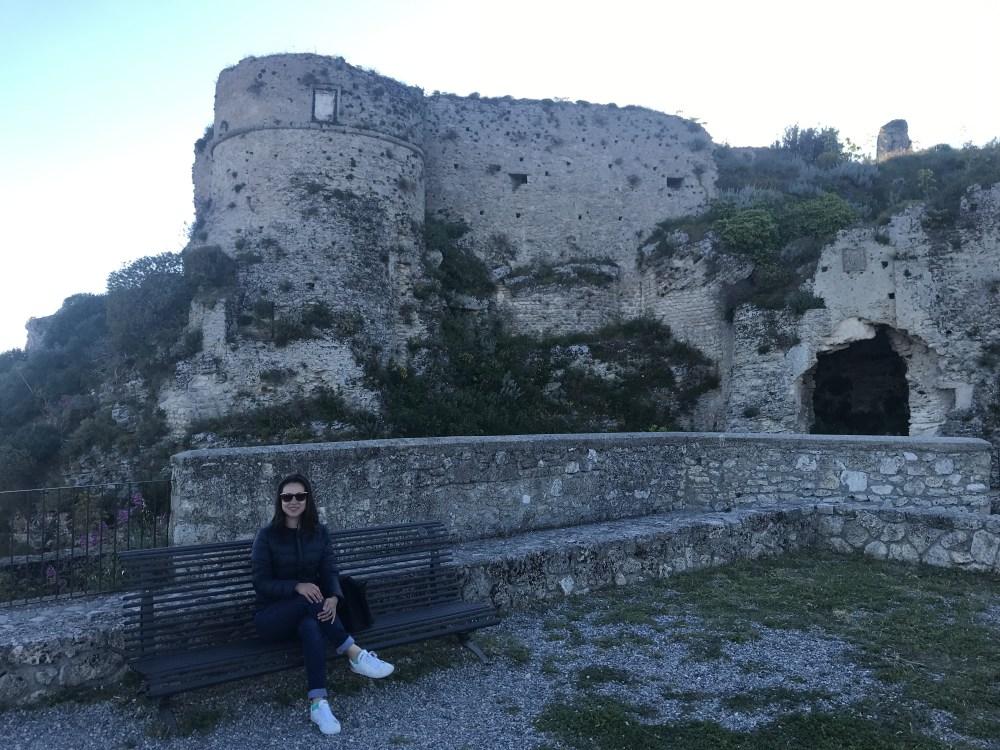 As ruínas do Castello Normanno de Gerace, Calábria
