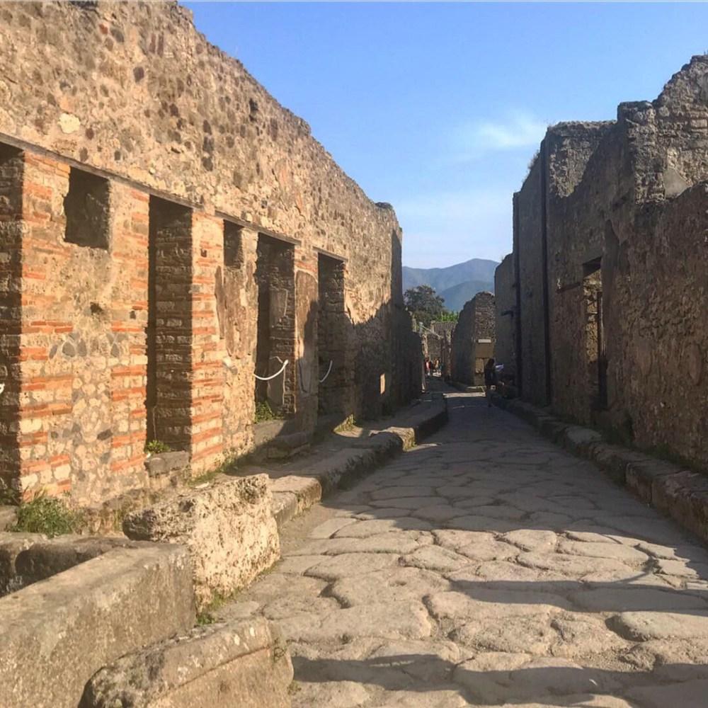 Podemos ver perfeitamente como eram as ruas e elas foram classificadas para melhor localização em Pompeia