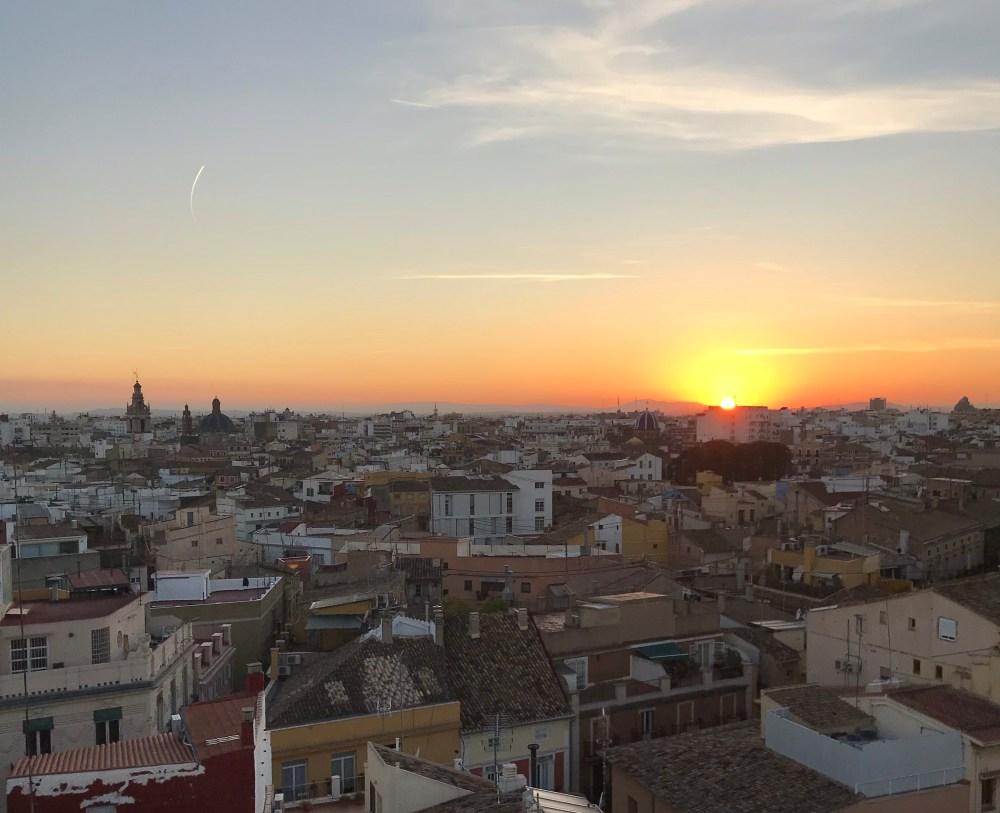O pôr-do-sol visto das Torres de Serranos no inverno
