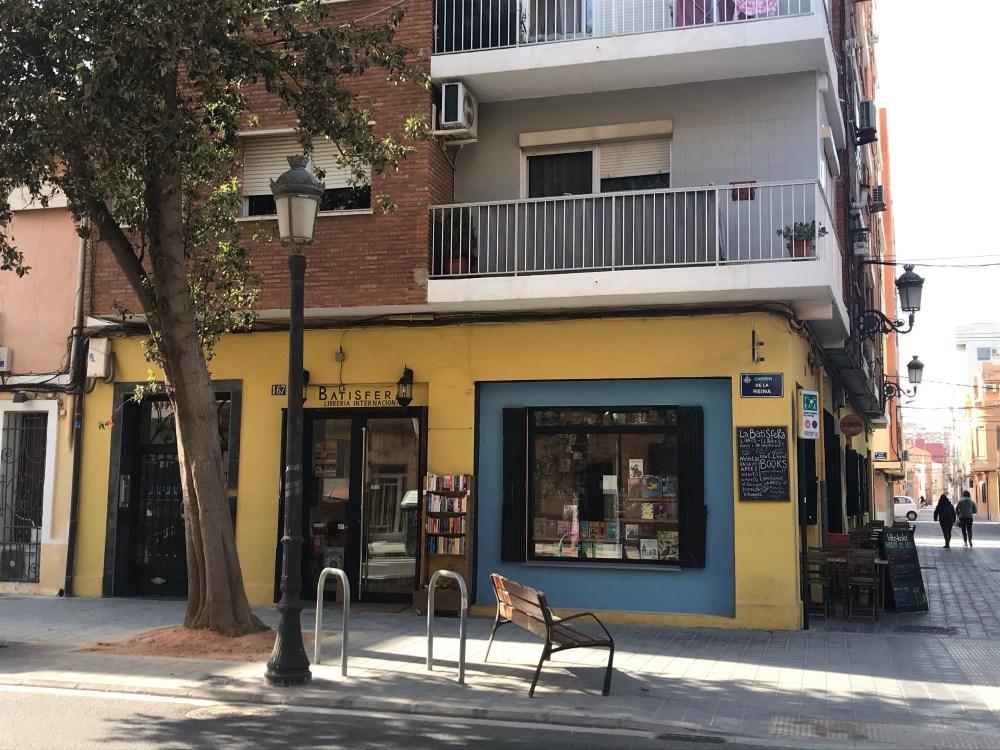 Batisfera é a livraria e o café mais famoso do bairro