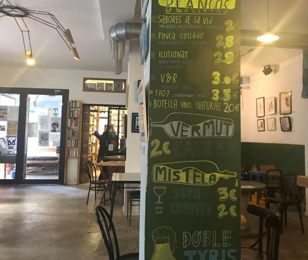 Esse misto de livraria, bar e café funcionou super bem no Batisfera