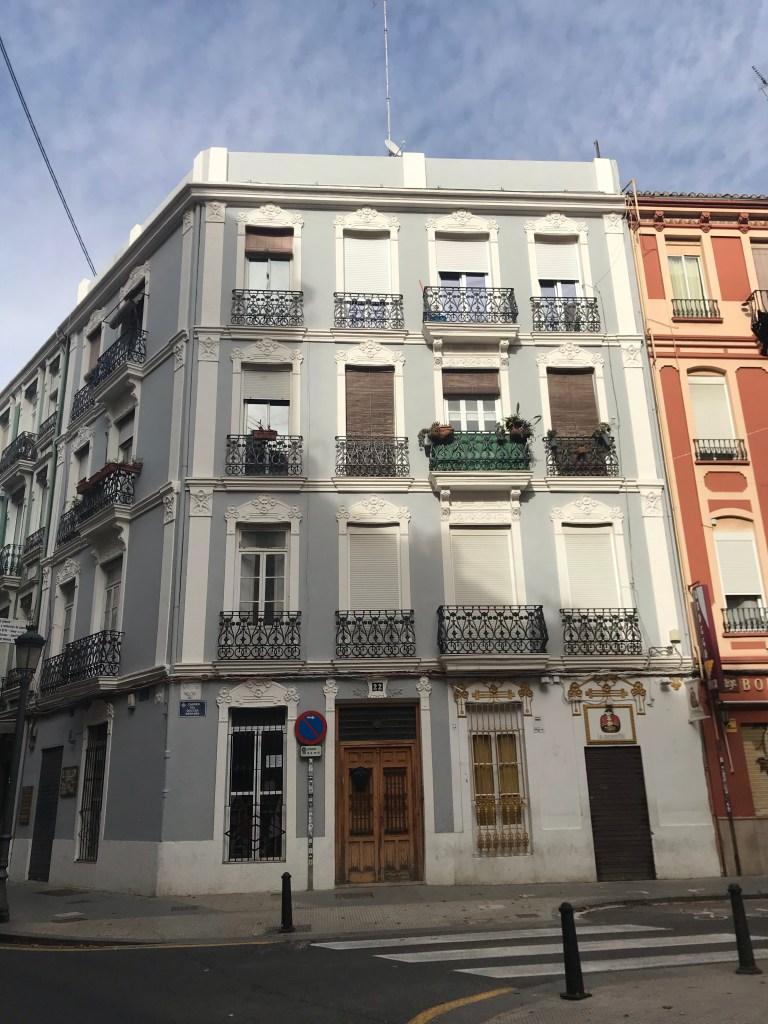 Sou apaixonada pelo charme dos prédios de Russafa, Valencia