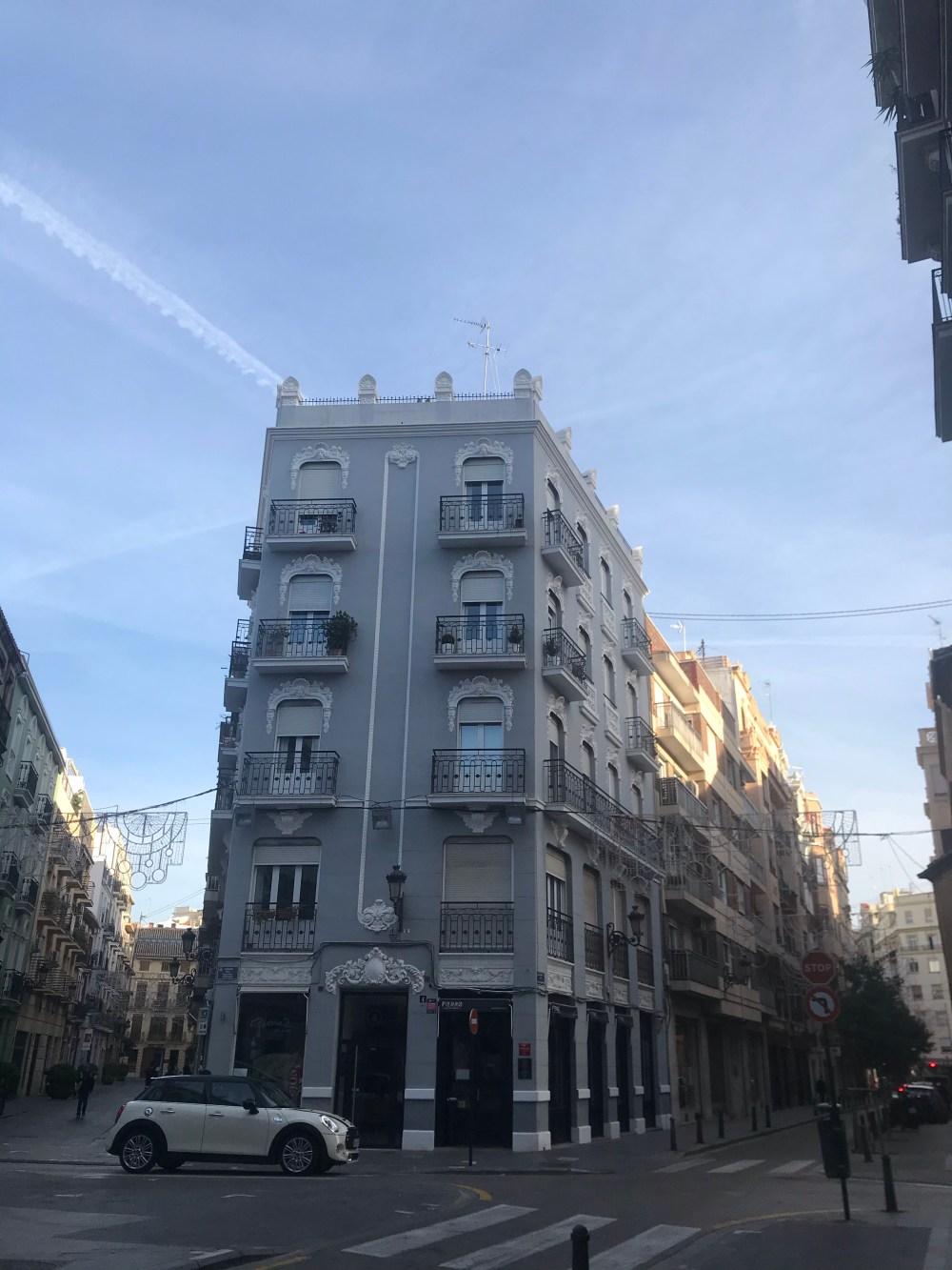 Sou definitivamente apaixonada pelo prédio onde está o restaurante Fierro, em Ruzafa
