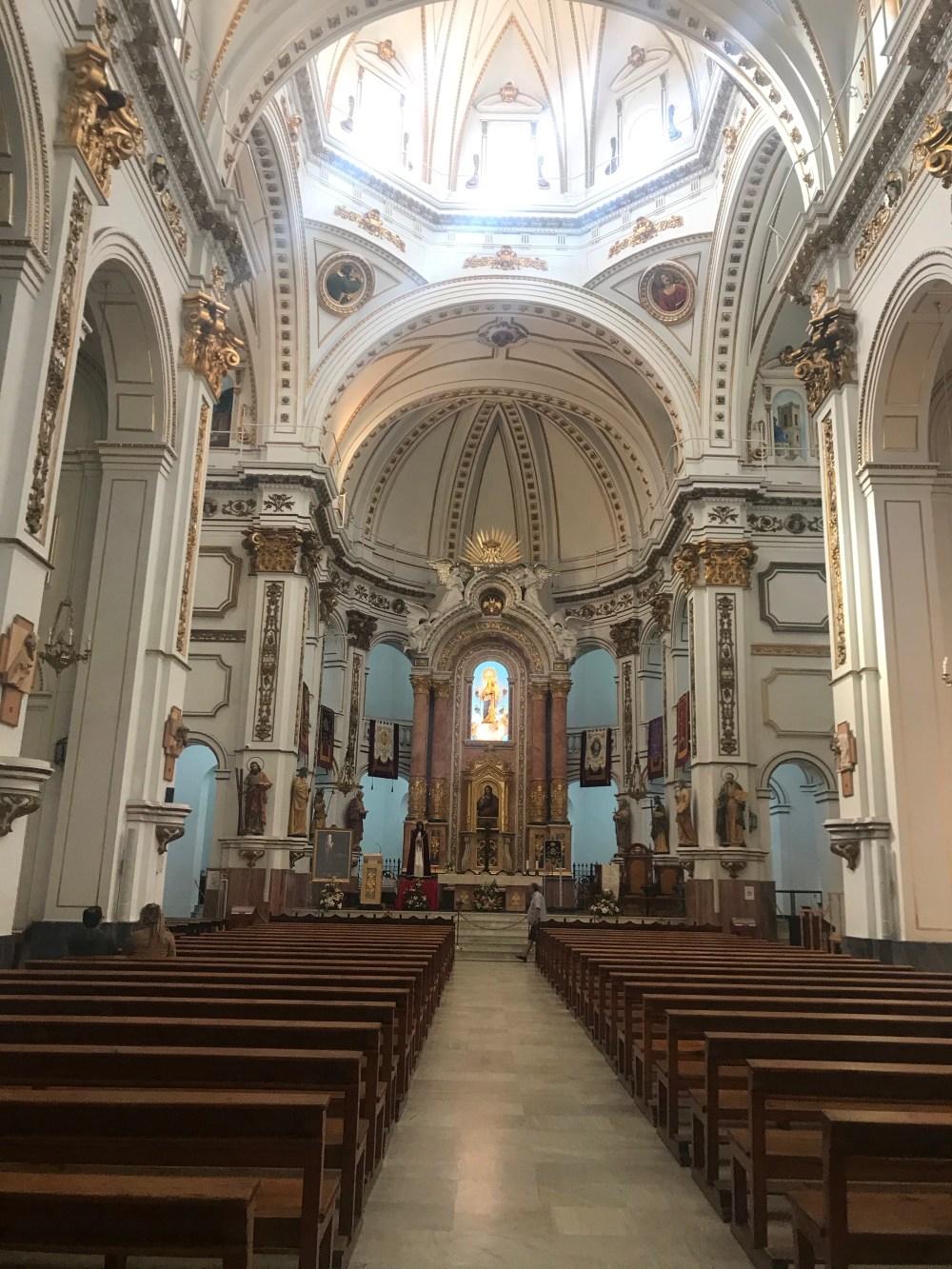 A famosa igreja de Altea por dentro