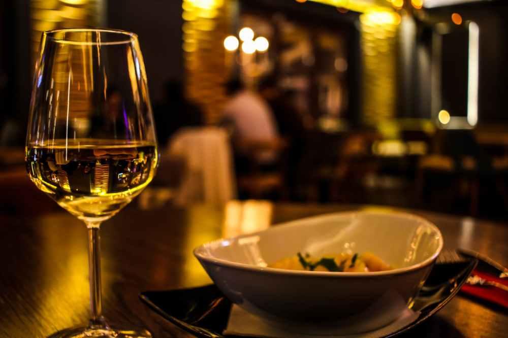 Os pratos em Milão não são tão caros em relação a São Paulo e Rio e o preço de um restaurante médio não é muito maior do que um comum