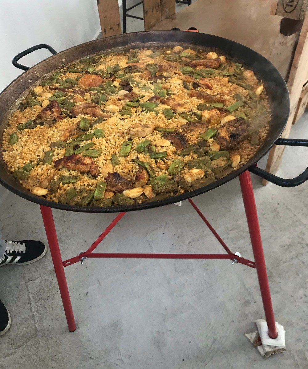 Passo a passo da receita original da paella valenciana. Confira aqui como preparar a verdadeira paella!