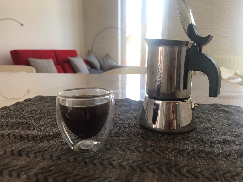 I chose to have an Italian Bialetti stainless steel coffee maker because it is more beautiful and I wanted to test