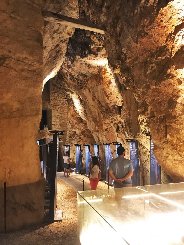 A estrutura do Castelo de Morella, construído entre pedras