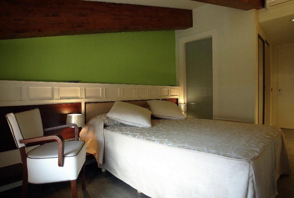 Quarto do hotel La Fonda Moreno em Morella, Castellón, Comunidade Autônoma de Valencia, Espanha