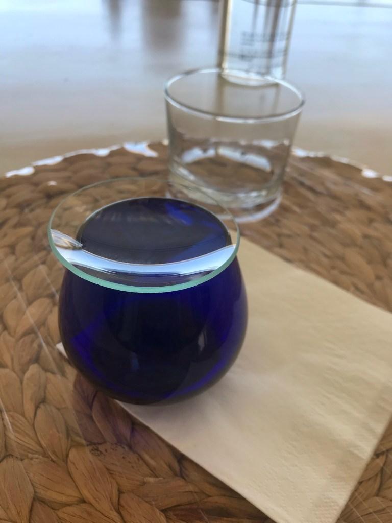 Uma das coisas que aprendi foi o modelo e como usar o copo de degustação de azeite