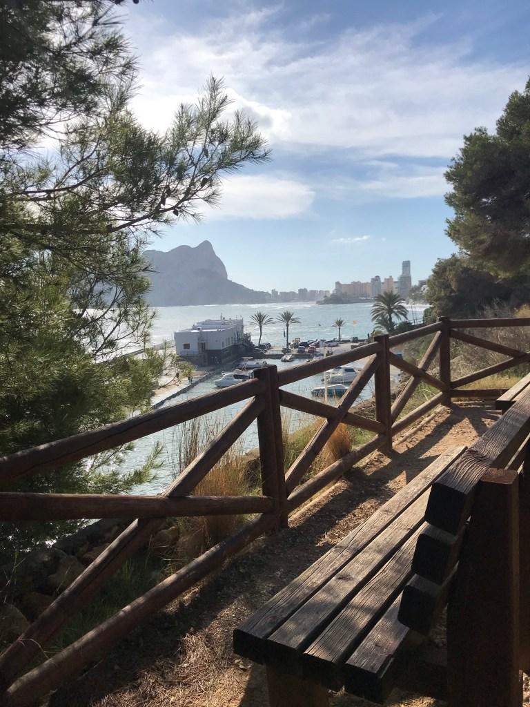 O lado norte do Paseo Ecológico de Benissa, com vista para o Club Nautico Les Bassetes
