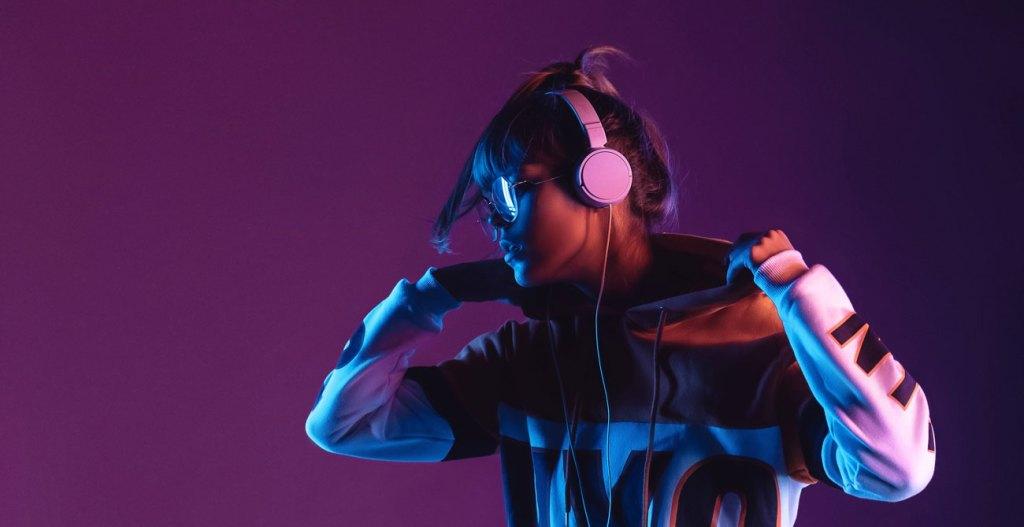 caracol-radio-fortalece-su-portafolio-musical-ultravioleta-2