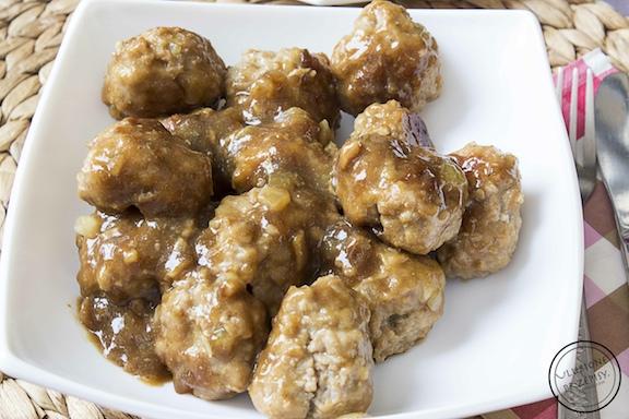 Azjatyckie klopsiki z mięsa mielonego w sosie sojowym