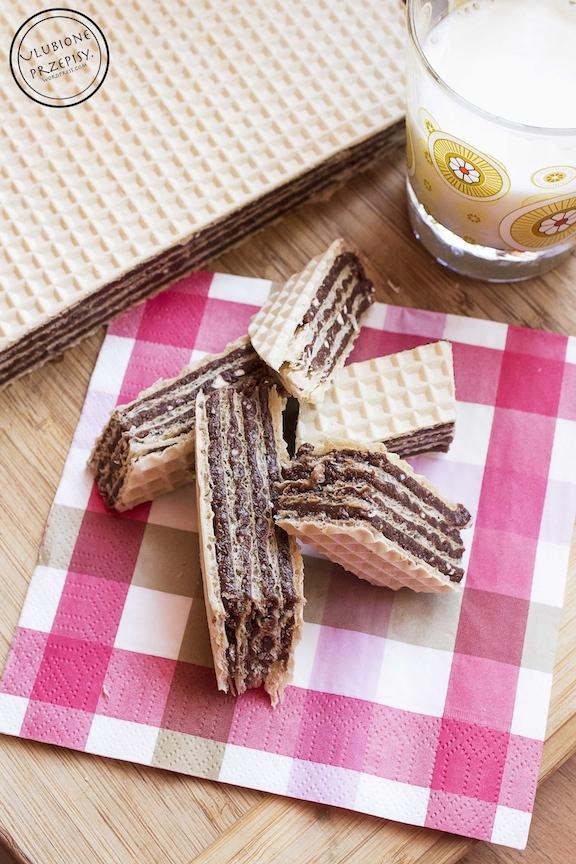 wafle z kremem czekoladowym
