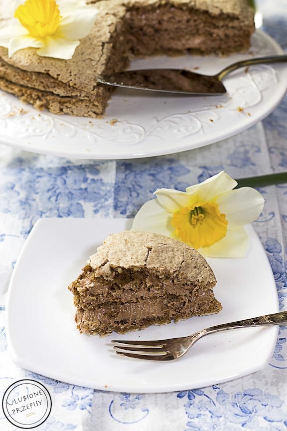 Tort orzechowy z kremem czekoladowym
