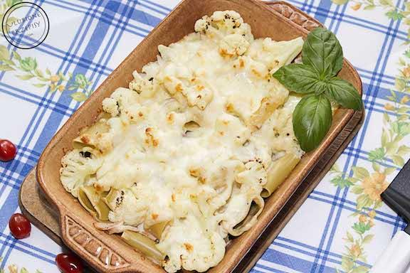 Zapiekanka kalafiorowa z makaronem i sosem beszamelowym