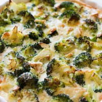 Tarta brokułowa z serem pleśniowym na spodzie z ciasta francuskiego