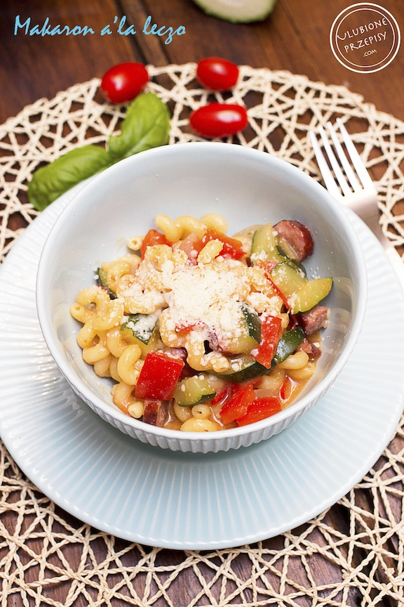 Jednogarnkowe danie z makaronu z warzywami