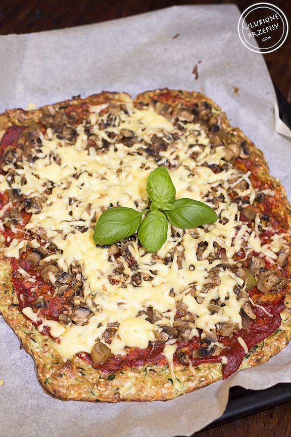 Pizza na spodzie z cuknii