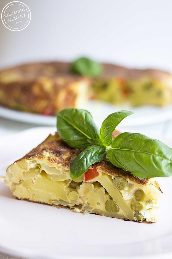 Tortilla hiszpańska z groszkiem i papryką