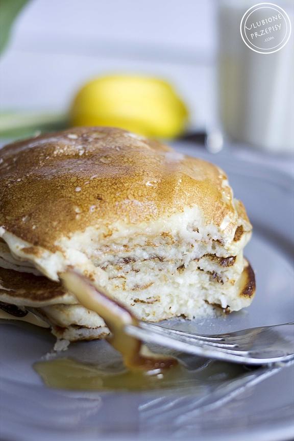 Pancakes z mleczkiem kokosowym i bananami