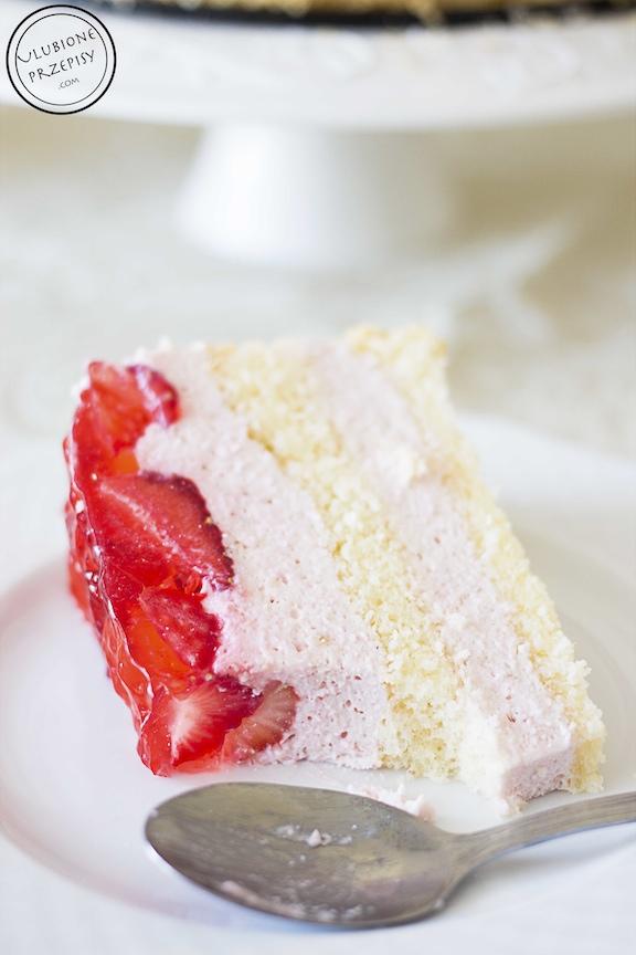 Tort truskawkowy z twarożkiem
