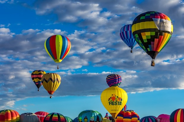 La clave de usar la conciencia está en la integración inteligente de la razón y el placer. Foto: photo credit: adifferentbrian 20161002-2016 Balloon Fiesta-98.jpg via photopin (license)