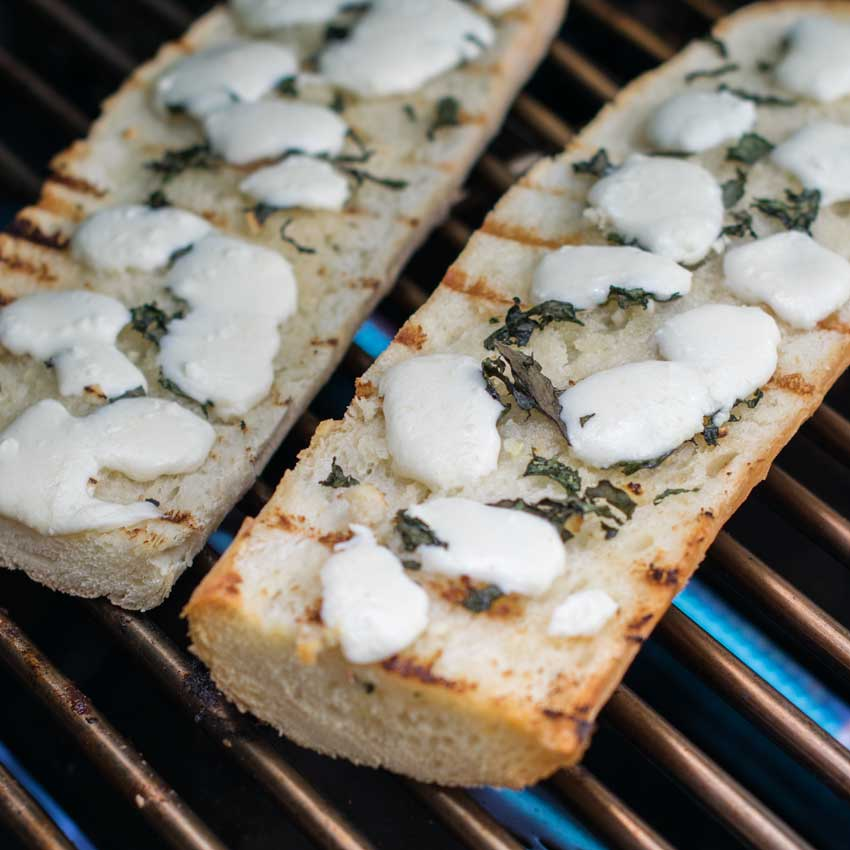 grilled garlic bread with