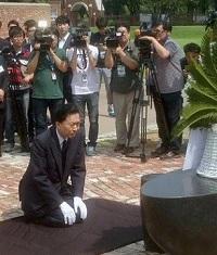 元首相鳩山の土下座外交