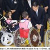 皇太子さま、車いすの小学生励ます・金沢市の学校視察