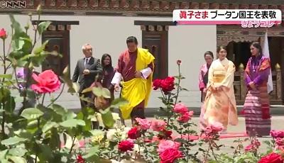 国王夫妻と庭園を歩く眞子さまINブータン