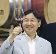 ワインの飲んで喜ぶ皇太子