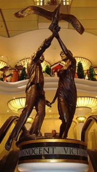 ハロッズにあるダイアナとドディの銅像