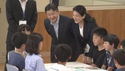 雅子さま皇太子さま秋田県の小学校を訪問