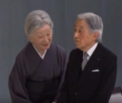 2017戦没者追悼式典その4皇后陛下が天皇陛下に退出ですよと、お声を掛けられる