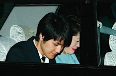 秋篠宮邸から出てきた小室圭佳代子親子